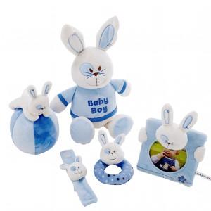 Przytulanki, grzechotki i miękkie piłeczki to pomysły na prezent dla niemowląt. Fot. Woolworths.