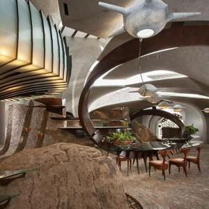 Wnętrze domu - na zdjęciu duża część dzienna. Fot. Organicmodernestate.com, TKK Represents.