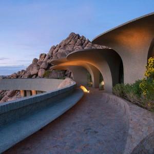 Z tarasu rozciąga się piękny widok na pustynny krajobraz. Fot. Organicmodernestate.com, TKK Represents.