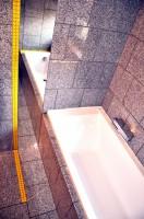 Łazienka - granit i mozaika.
