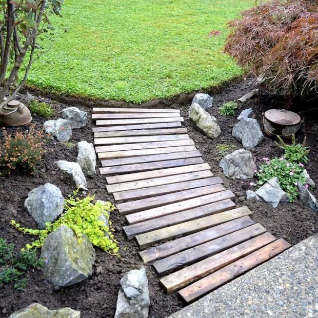 Praktyczne zastosowanie drewna w ogrodzie
