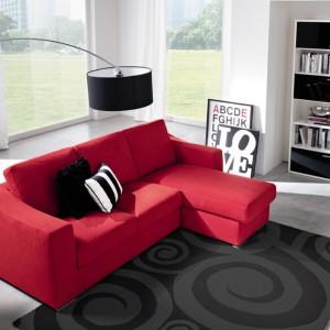 Czerwona sofa - elegancka i efektowna. Fot. Colombini Casa.