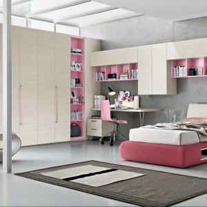 Różowy to kolor nie tylko dla małych dziewczynek. Równie dobrze prezentuje się w pokoju nastolatki. Fot. Tomasella.