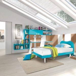 Dzięki oknom dachowym pokój na poddaszu jest jasny i optymalnie oświetlony. Fot. Colombini Casa.