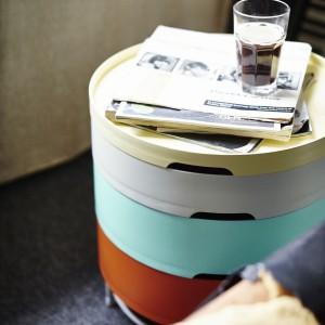 Stolik z dodatkowym miejscem do przechowywania. Plastik i stal proszkowana. Projekt: T. Richardson/c>Brill/A.Williams. 259 zł. Fot. IKEA.