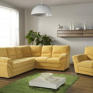 Przytula i wygodna sofa narożna Rico marki IMS wprowadza do wnętrza przytulny klimat. Fot. Etap Sofa.