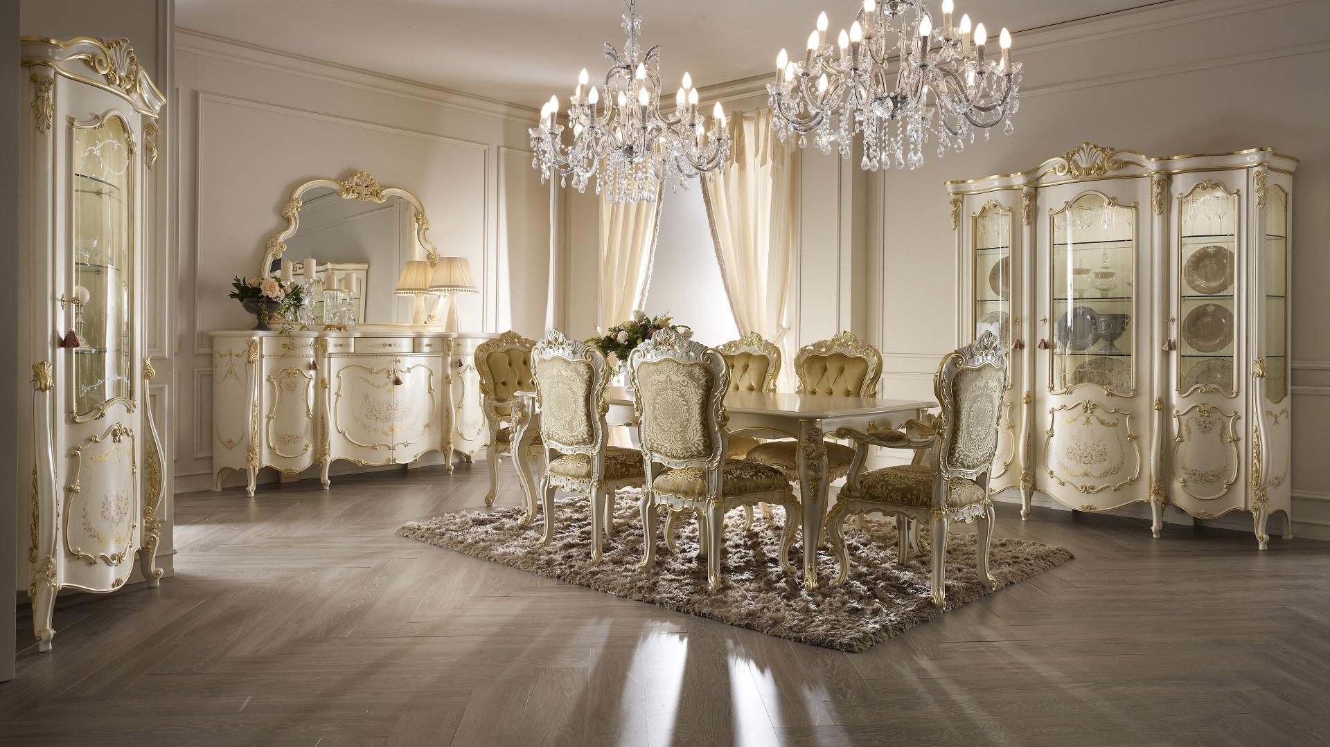 Meble do jadalni z kolekcji Monnalisa Day firmy Ghezzani. Projekt: Ettore Tinagli. Bogato zdobiona kolekcja idealnie zaprezentuje się w dużym, przestronnym wnętrzu. Złoto i kremowa kolorystyka nadadzą jadalni iście królewski klimat.