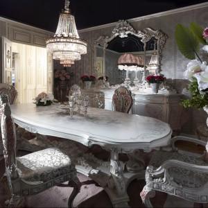 Meble do jadalni z kolekcji Mimosa firmy Altea. To propozycja dla miłośników bardzo bogato zdobionych mebli, z dużą ilością dekoracyjnych wykończeń.