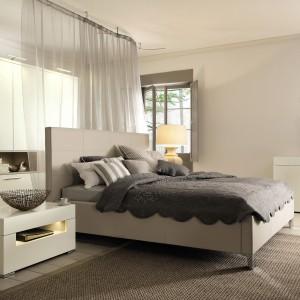 Zestaw mebli do sypialni Elumo II marki Hülsta jest nowoczesny, elegancki I bardzo funkcjonalny.  Fot. Hülsta