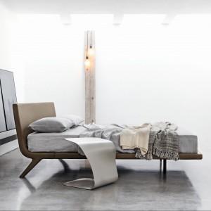 Stealth to podwójne łóżko, które łączy funkcjonalność z wysoką jakością. Uwagę przyciąga jego lekka forma, tworząca prostą linię. Fot. Bonaldo