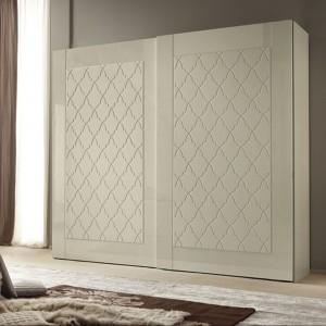 """Szafa z kolekcji mebli do sypialni Grace marki Alf, która charakteryzuje """"pikowany"""" wzór przesuwnych drzwi. Fot. Alf"""