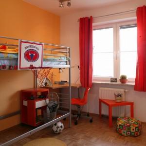 Uniwersalna kolorystyka ścian umożliwia łatwe przearanżowanie wnętrza w miarę dorastania dziecka. Fot. Archiwum Dobrze Mieszkaj.
