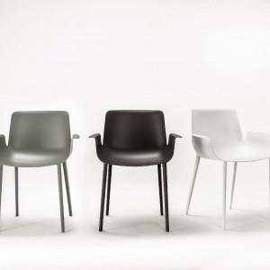 Krzesła Piuma (proj. P. Lissoni) dla marki Kartell - nowość z tegorocznej edycji Isaloni. Fot. Kartell.