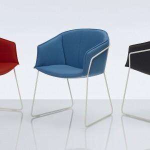 Tapicerowane krzesła (proj. PearsonLloyd) marki Modus. Fot. Modus.