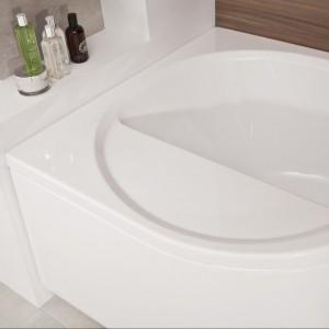 Wanna Intea z dodatkową półką. Jest przydatna zarówno dla dzieci, jak i  rodziców je myjących. Służy nie tylko jako siedzisko, ale również jest pomocna przy wchodzeniu i wychodzeniu z kąpieli. Od 1.380 zł, Poolspa.