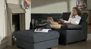 Fotel to duży i reprezentatywny mebel, powinien więc być starannie dobrany, tak by pasował do całej stylistyki wnętrza. Może stanowić ciekawy element będący akcentem kontrastującym z pozostałymi meblami lub stanowić ich dopełnienie. Prezentu
