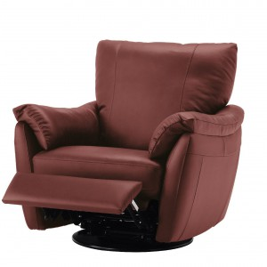 Fotel Älvros obrotowy, bujany, z opuszczanym oparciem. Siedziska i podłokietniki pokryte miękką skórą ziarnistą. Możliwość regulacji pozycji na siedzącą lub półleżącą. Poduszka wypełniona pianką i włóknem poliestrowym, wym. 92/102/94. 2.999zł, IKEA.