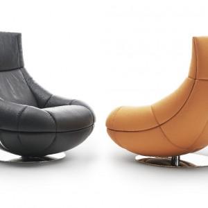 Obrotowy fotel DS-1666, proj. Hugo de Ruiter, z możliwością regulacji wysokości. Jednolita forma konstrukcji i wypełnienie pianką sprawiają, że siadając niemal zatapiamy się w mebel. Dostępny w obiciu ze skóry, wym. 95/90/102. 17.500zł, DE SEDE.