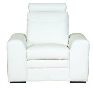 Fotel Soleto wyposażony w zagłówek, zwiększający komfort wypoczynku. Drewniane nóżki, odcinają bryłę od ziemi, dodając mu subtelnej lekkości. Wym. 90/100/96. Od 1.017 zł, Bydgoskie Meble.
