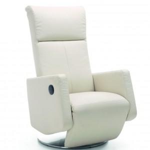Wygodny fotel kolekcji Rich to połączenie wysokiego komfortu wypoczynku i estetyki. Zamontowana w fotelach funkcja relax umożliwia wysunięcie podnóżka, odchylenie oparcia oraz obracanie wokół osi. Rekomendowana tkanina: jednolita oraz skóra naturalna. Wym. 102-105/71/79-143. Od 1.784 zł, Meble Wajnert.