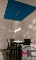 Salon z niebieskim akcentem.