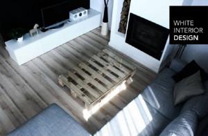 Salon - wykorzystanie drewnianej palety jako stolika.