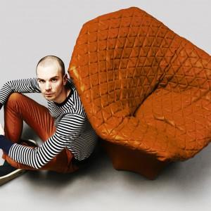 Nowoczesne siedzisko Juliet. Fot. Benjamin Hubert.