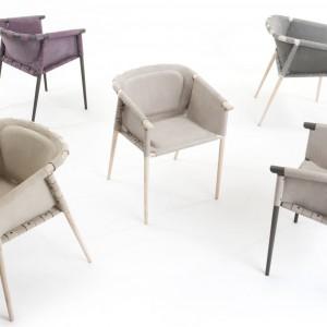 Krzesła Cargo z kolekcji De La Espada. Fot. Benjamin Hubert.