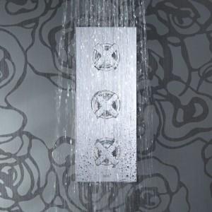 2-drożna, trzyuchwytowa bateria prysznicowa z termostatem, warto zwrócić uwagę na stylowe pokrętła. Fot. Vado.