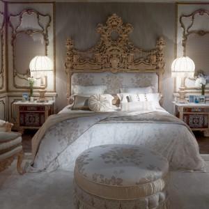 Gemma to majestatyczna w swym wyglądzie kolekcja mebli do sypialni, która przyciąga uwagę misternymi zdobieniami. Fot. Asnaghi