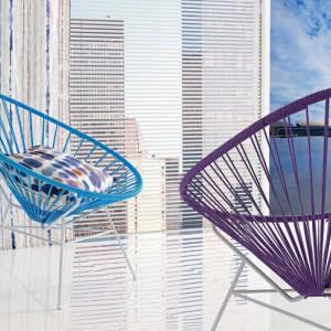 Nowoczesne fotele z technorattanu. Fot. Mark Alexander.