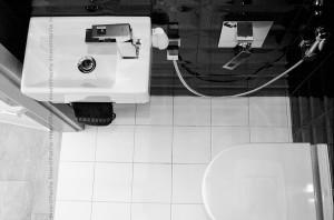 WC - czarne z akcentem limonkowym.