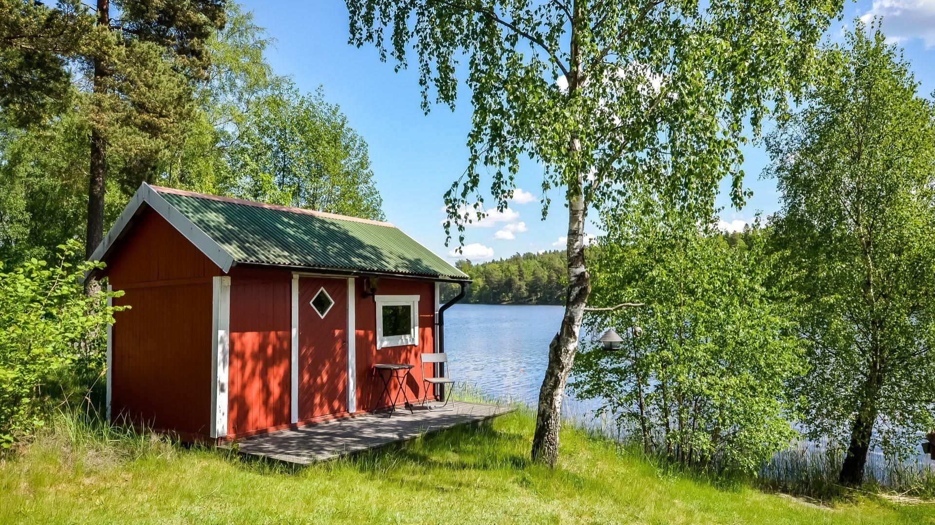 Altana znajdująca się na terenie posesji. Fot. Svenskfast.se.