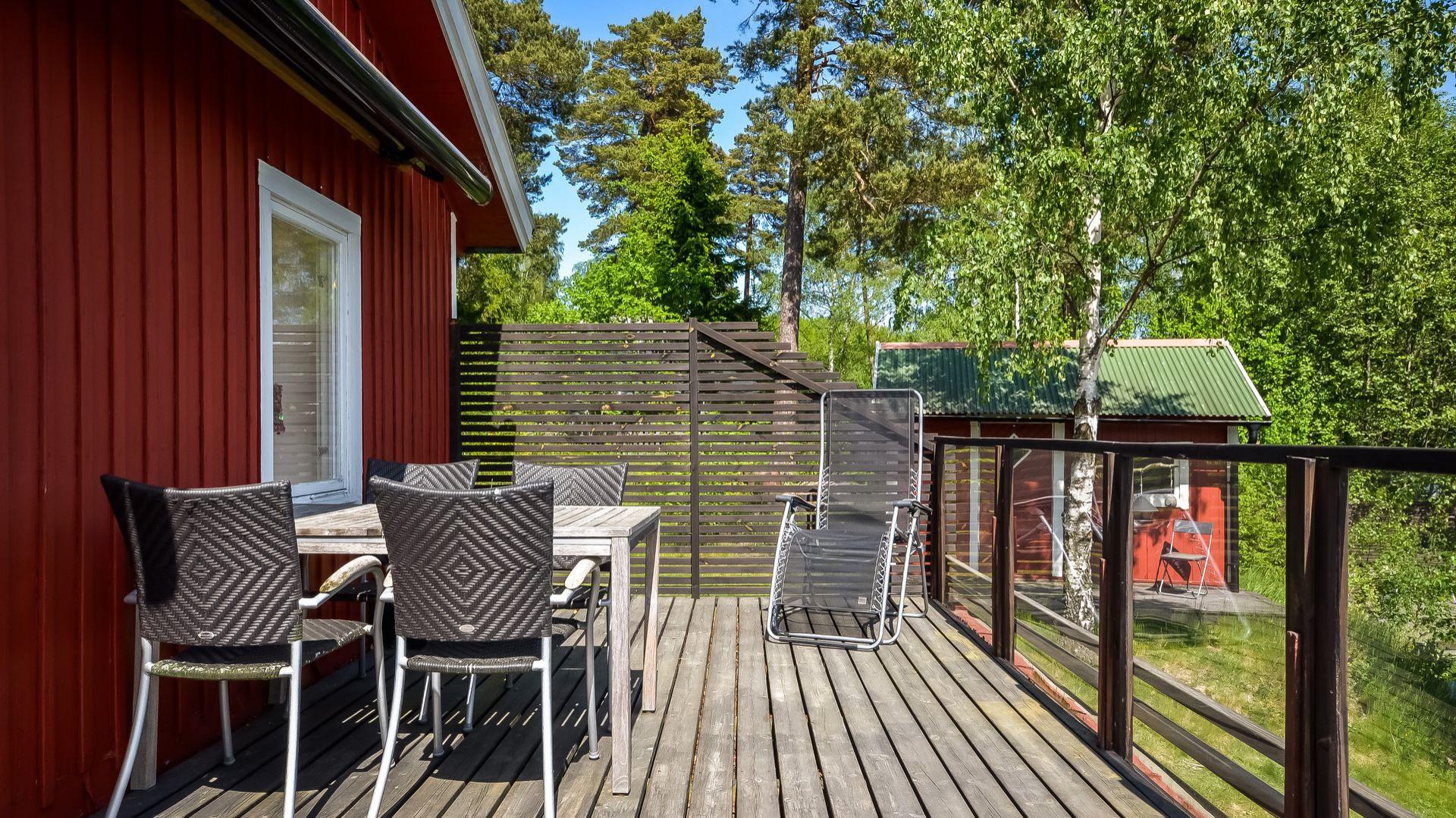 Drewniany dom pochodzi z 1962 roku. Fot. Svenskfast.se.