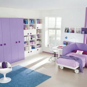 Znakomity przykład na to, jak dobrze fiolet komponuje się z kolorem niebieskim. Fot. Colombini Casa.