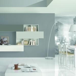 Białe meble jadalniane stanowią komplet z wyposażeniem salonu. Fot. Giessegi.