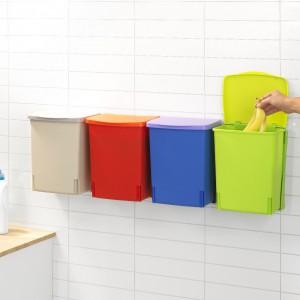 Binny – kompaktowy, uniwersalny pojemnik do zawieszenia na ścianie lub w szafce, wygodny solidny uchwyt i wytrzymałe tworzywo sztuczne. Dostępny w różnych kolorach. 139,99 zł, Brabantia.