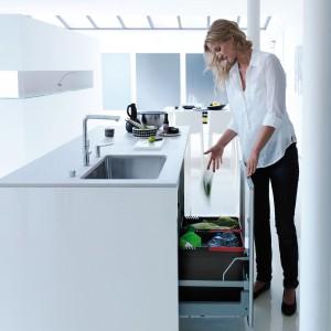 Sorter 350-60, pojemniki na dwa rodzaje odpadów, szer. 60 cm, aktywny filtr węglowy w pokrywie, w komplecie szuflada z mechanizmem  automatycznego domykania. 899 zł, Franke.