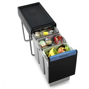 Kosz do wbudowania w szafkę kuchenną, całkowite wysunięcie zapewnia łatwy dostęp do koszy bez potrzeby schylania się, 3 pojemniki (3x10 l). 439,99 zł. Brabantia.
