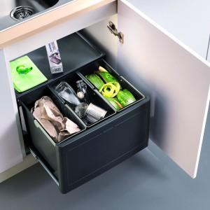 BlancobottonPro Automatic 60/3 – selektor na 3 rodzaje odpadów, do szafki o szer. 60 cm, po otwarciu drzwi kosze wysuwają się automatycznie, w pełni wyciągana prowadnica kulkowa. 699 zł, Blanco/Comitor.