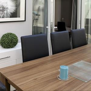 Królem jadalni jest drewniany, piękny stół. Proj. wnętrza i fot. Małgorzata Brewczyńska.