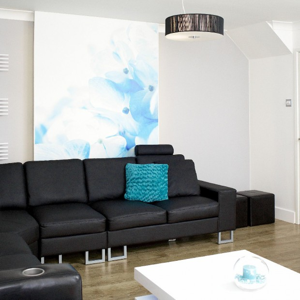 Salon w czerni i bieli: kontrastowe wnętrze strzałem w dziesiątkę!