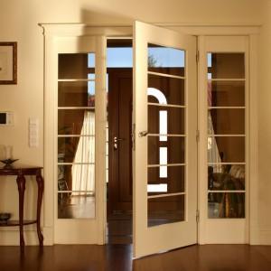 Podwójne drzwi marki Bertrand. Fot. Bertrand.