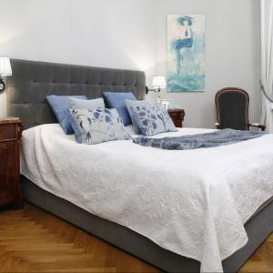 W sypialni stanęło piękne tapicerowane łóżko. Fot. Bartosz Jarosz.