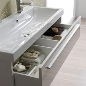 Szafka podumywalkowa Kwadro white 80 wyposażona w szuflady z funkcją Soft-Close oraz opcją pełnego wysuwu zapewniającą łatwy dostęp do zawartości. Fot. Elita Meble.