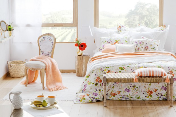 Urządzamy sypialnię: letnie dekoracje, tkaniny, dodatki