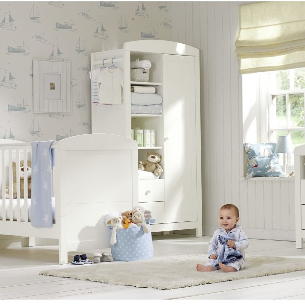 10 pomysłów na jasny pokój dla niemowlaka. Biel w roli głównej
