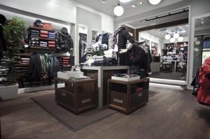 Projekty sklepów w warszawskich galeriach handlowych, między innymi w Złotych Tarasach.