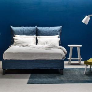 Letti & Co.Łóżko Fly z zagłówkiem przypominającym wysokie poduszki. Fot.Letti & Co.
