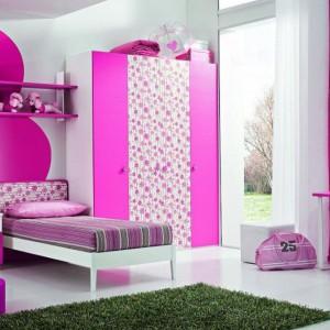 Intensywnie różowy wystrój to propozycja dla dziewczynki z mocną osobowością. Fot. ZG Group.